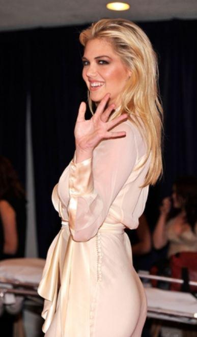 WhcdKateUpton2 Kate Upton Guest at White House Correspondents Dinner [Pics]