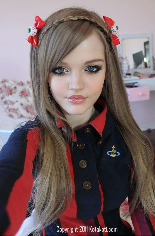 a real life teen barbie 640 high 02 Girl 16 Lives Life As Human Doll