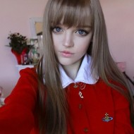 a real life teen barbie 640 high 05 190x190 Girl 16 Lives Life As Human Doll