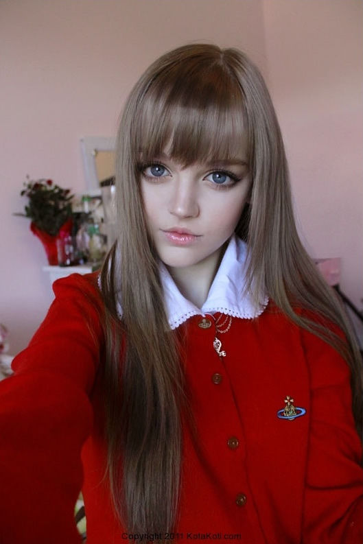 a real life teen barbie 640 high 05 Girl 16 Lives Life As Human Doll