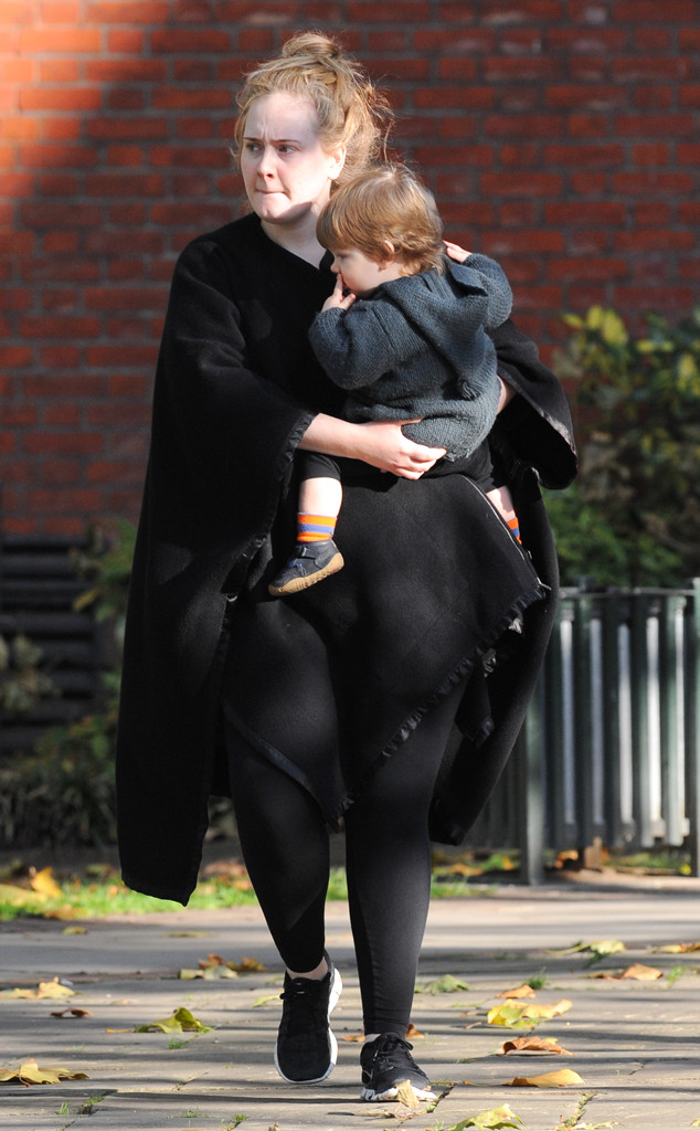 EXCLUSIVE: Adele is spotted going into the Chelsea Farmers' Market