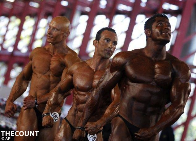 article 0 157D08FB000005DC 627 634x457 Bodybuilder Blunder: FACE IT! YOU FORGOT SOMETHING!