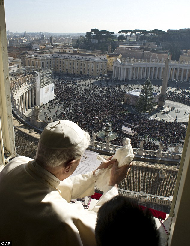 article 2269255 1732C995000005DC 848 634x819 Pope Releases Dove Of Peace Immediately Attacked By Seagull (photos)