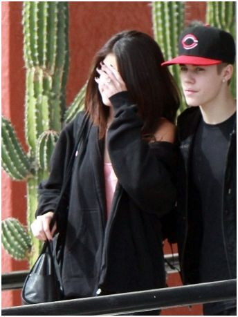 biebgomez The Ring: Justin Bieber and Selena Gomez Engaged