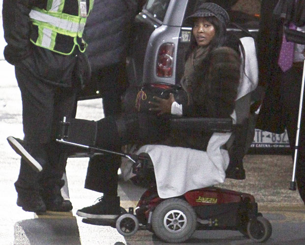 campbell wheelchai 1648166a Naomi Campbell Mugged In Paris By Masked Men On Motorcycles