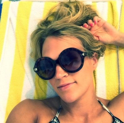 carrie underwood bikini selfie