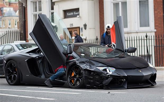 crashed Lamborghini-Aventadorl