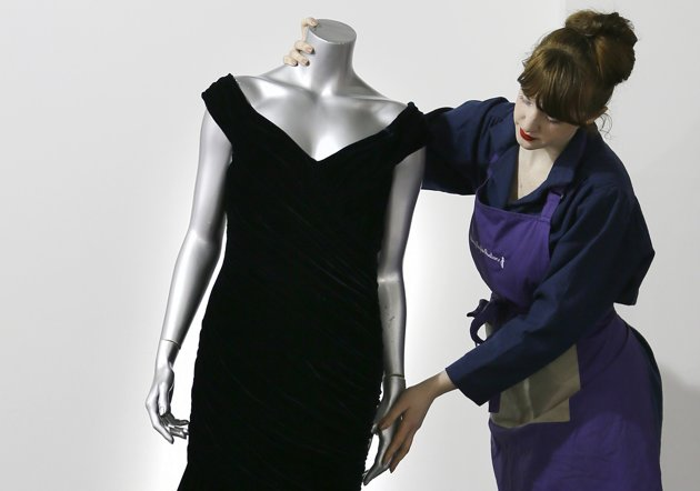 d2f0d63021d7cd072a0f6a706700bd43 Princess Diana Gown Worn Dancing With John Travolta Hits The Auction Block