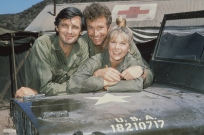 1972 M*A*S*H (MASH) from left: Alan Alda as Capt. Benjamin Franklin Pierce (Hawkeye), Wayne Rogers as Capt. John McIntyre (Trapper John), and Loretta Swit as Maj. Margaret Houlihan (Hot Lips). Copyright CBS Broadcasting, Inc., All Rights Reserved, Credit: CBS Photo Archive