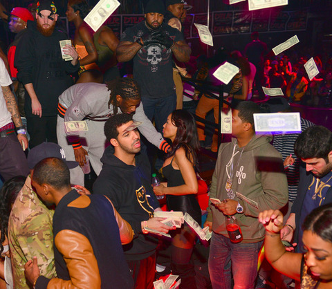 drake strip club money photos 017 480w Rapper DRAKE Going Bald?
