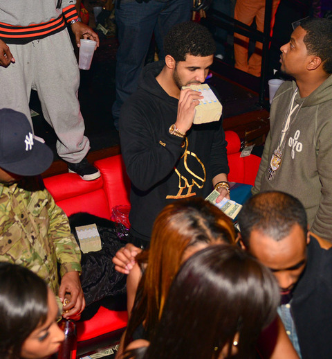 drake strip club money photos 019 480w Rapper DRAKE Going Bald?