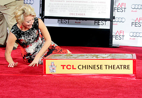 emma thompson lg WAS SHE DRUNK? Emma Thompson FALLS OVER At Hand And Footprint Ceremony in Hollywood