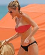 erin-andrews-bikini-miami-023-480w