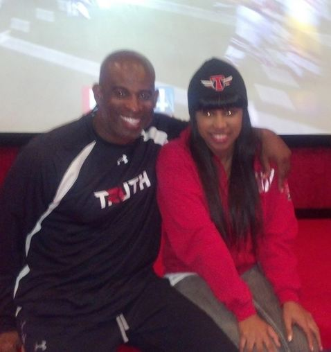 gmOtv BOUNCY! Deion Sanders Daughter Joins BIKINI Basketball League!
