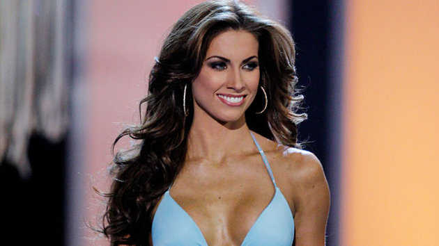 gty katherine webb jef 130108 wmain QBs Girlfriend Takes Webb By Storm