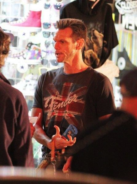 guess who this almost unrecognisable celebrity is 640 08 Jim Carrey Looking Stranger Than Usual