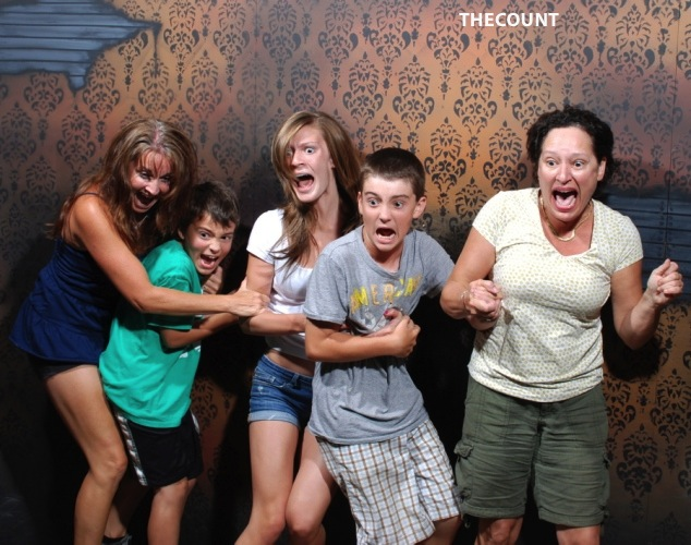 haunted house photos 10 Hilarious Haunted House FREEZE FRAME!
