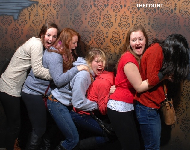 haunted house photos 8 Hilarious Haunted House FREEZE FRAME!