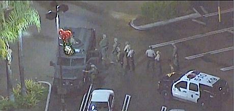 http-:thecount.com:2013:11:29:la-verizon-store-hostage-drama-unfolding-live-now