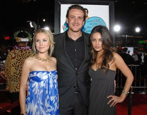 jason segel27 300x234 DIVORCE LOW! Danny DeVito and Rhea Perlman After 30 Years