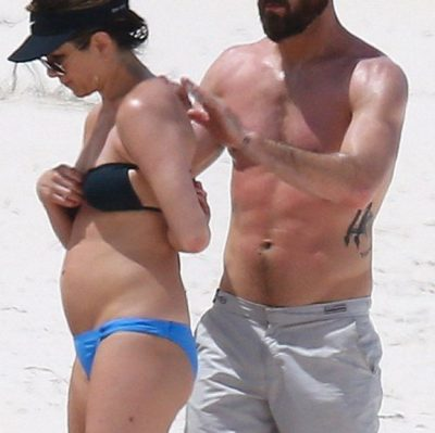 jennifer aniston pregnant bikini