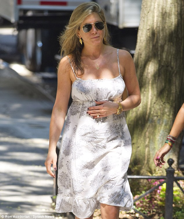 jennifer aniston pregnant3