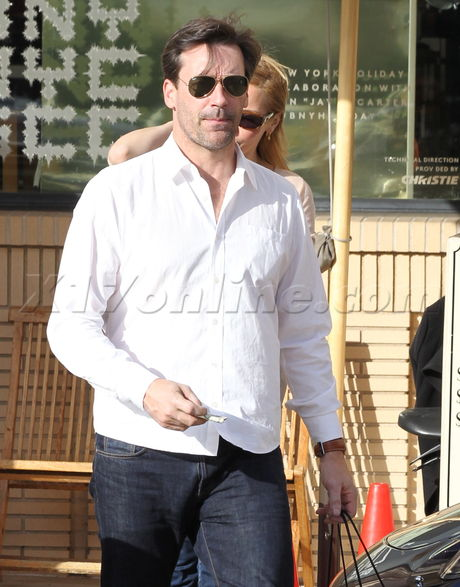 jhamm121713 18 Jon Hamm Double Parks In Shopping Spree
