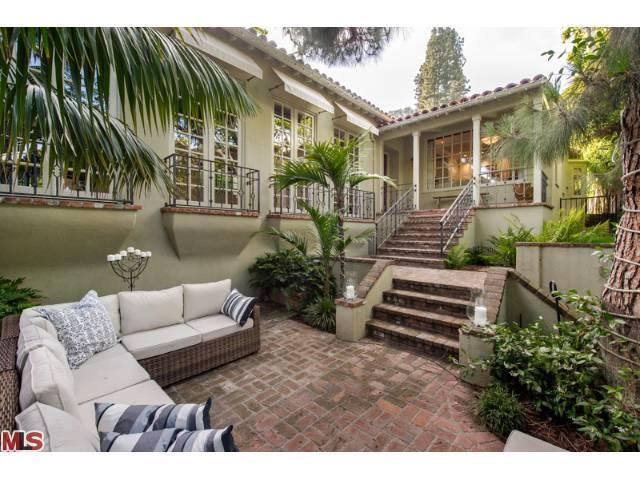 jodie foster selling hollywood mansion 1 Jodie Foster DOWNSIZING Selling Landmark Hollywood Home