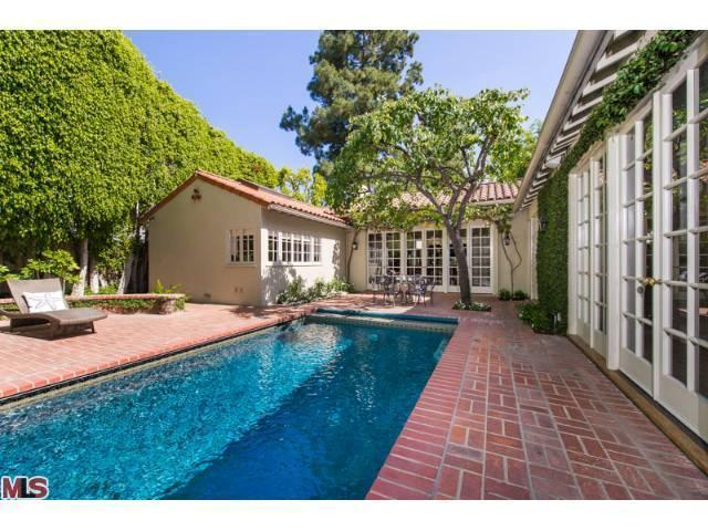jodie foster selling hollywood mansion 11 Jodie Foster DOWNSIZING Selling Landmark Hollywood Home