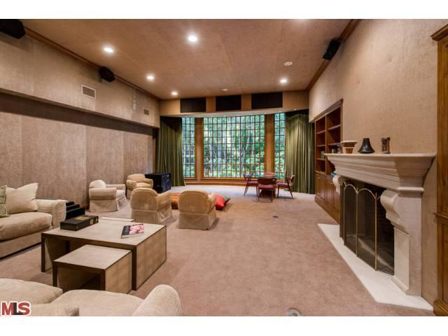 jodie foster selling hollywood mansion 3 Jodie Foster DOWNSIZING Selling Landmark Hollywood Home