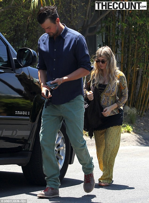 josh and fergie Josh Duhamel Fergie Staggering HEAD Size Difference