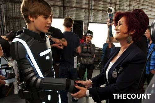 justin bieber sharon osbourne 500x333 Sharon Osbourne Justin Bieber Is A Little Guy, And Thats The Problem