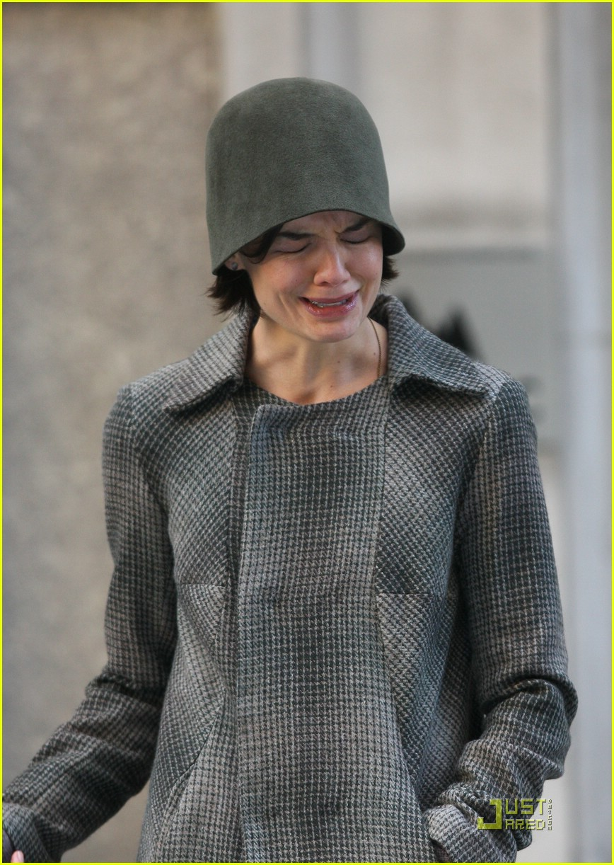 katie-holmes-crying-scene-15