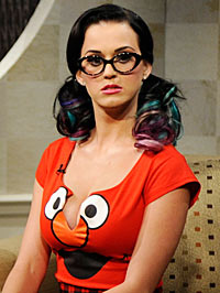 katy-perry-elmo-shirt-200pg092710