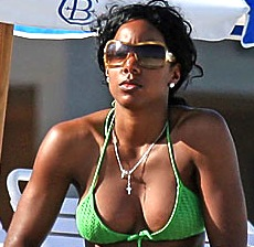 kelly-rowland-breast-implants