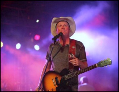 Kevin Fowler defends himself over Facebook comments