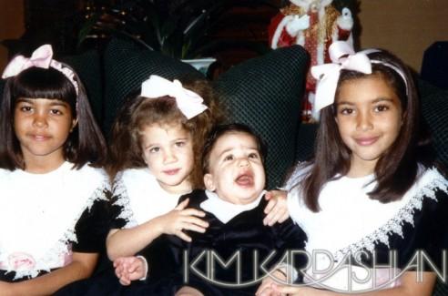 kim-kardashian-jenner-family-christmas-card-2