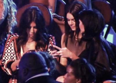 kim-kardashian-kendall-kylie-jenner-texting-ferguson-tribute-vma-2