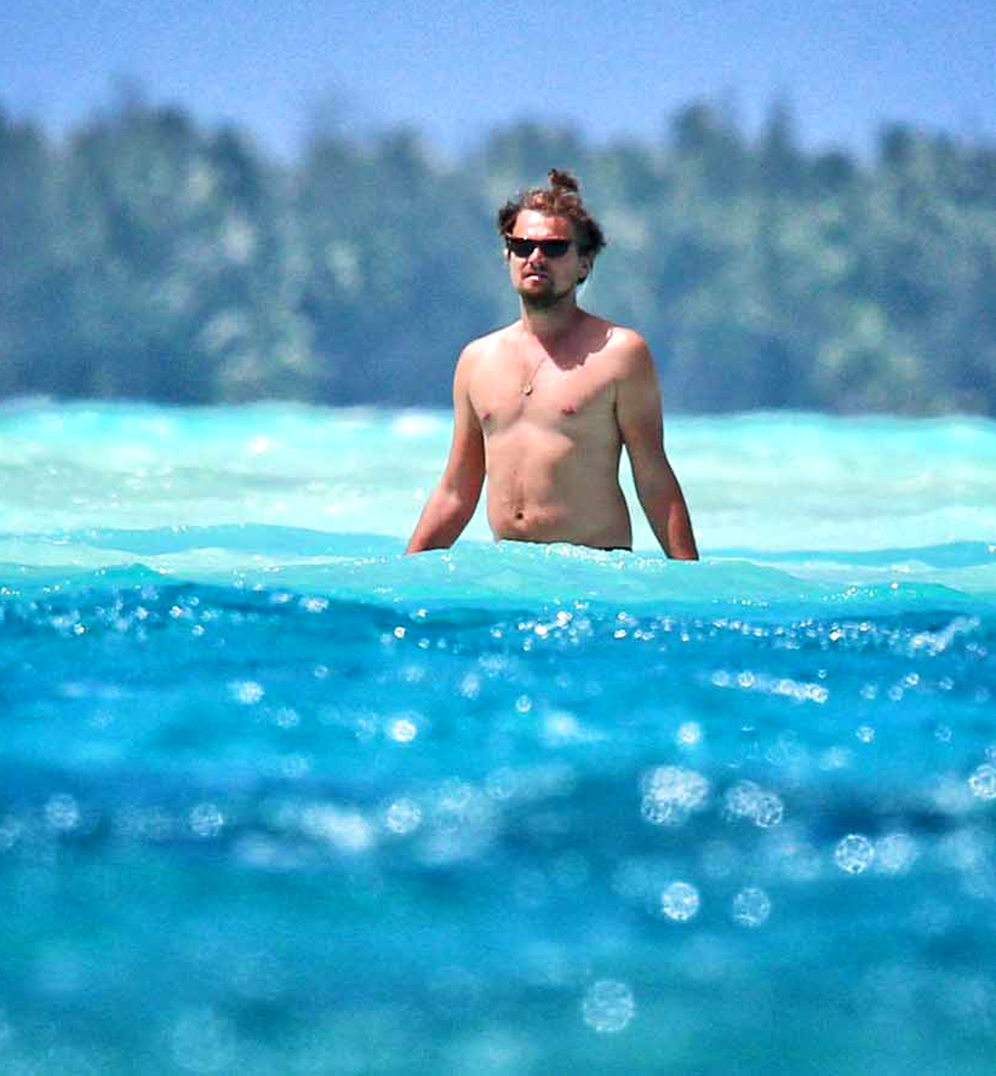 EXCLUSIVE: Leonardo DiCaprio and Toni Garnn kissing on a beach on Bora Bora