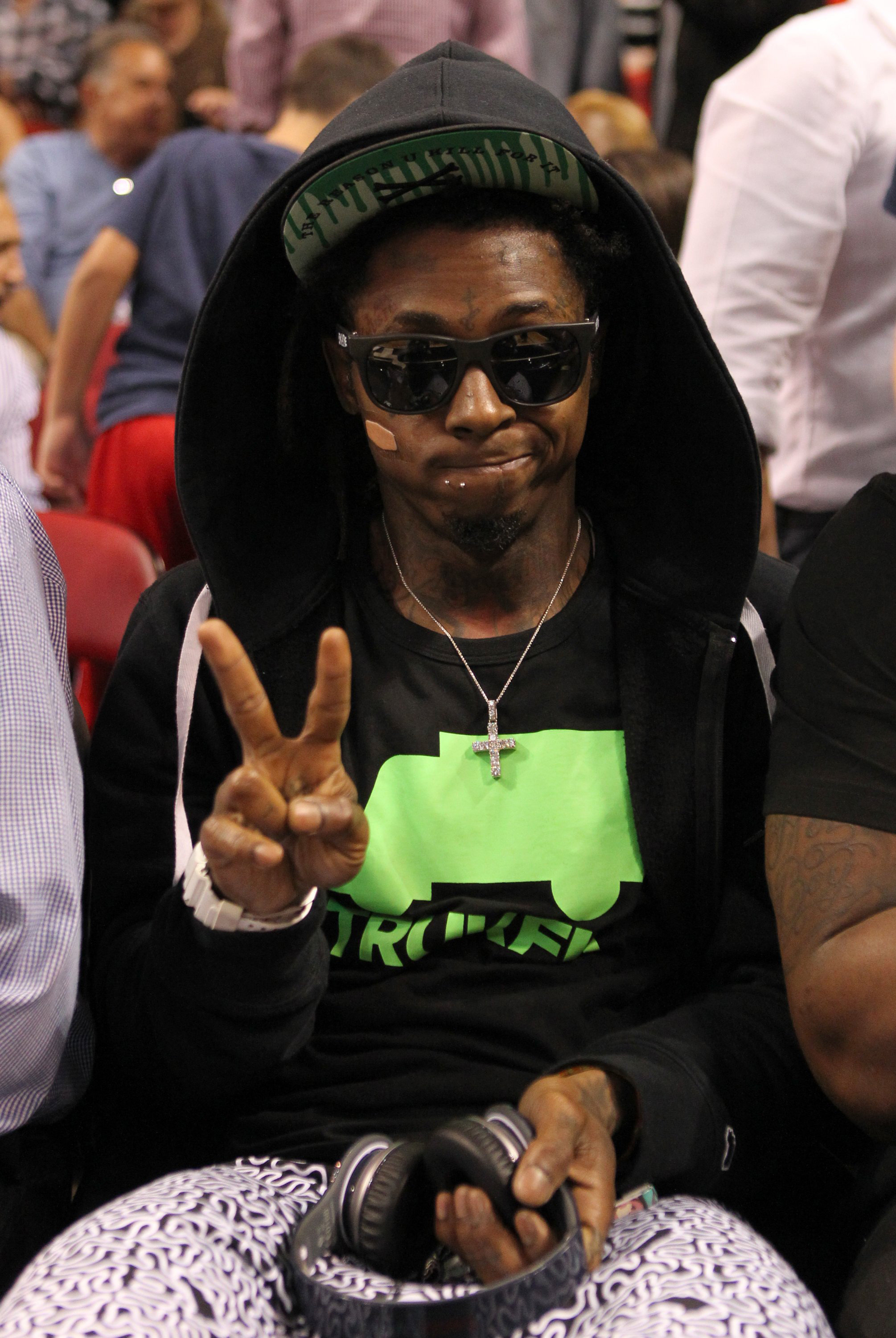lil wayne ejected from lakers heat