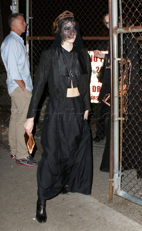 A fuller figured Lindsay Lohan goes to sisters fashion show - Part 2