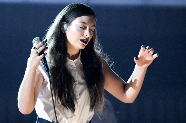 lorde-2-grammys-2014-show-650-430