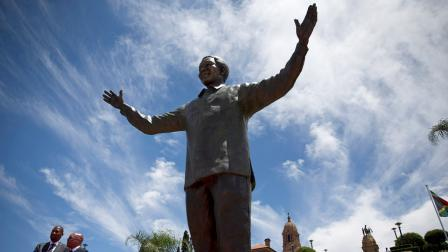 mandella statue