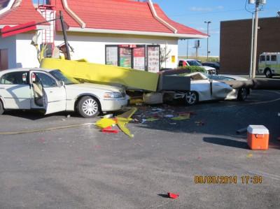 mcdonalds-sign falls ok
