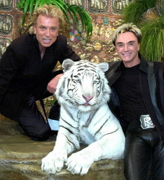 medium_siegfried_and_roy_perform_at_Cleveland_Clinic_benefit