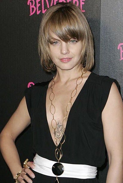 mena12 AMERICAN BEAUTY: Mena Suvari Tattoos And Freshly SINGLE