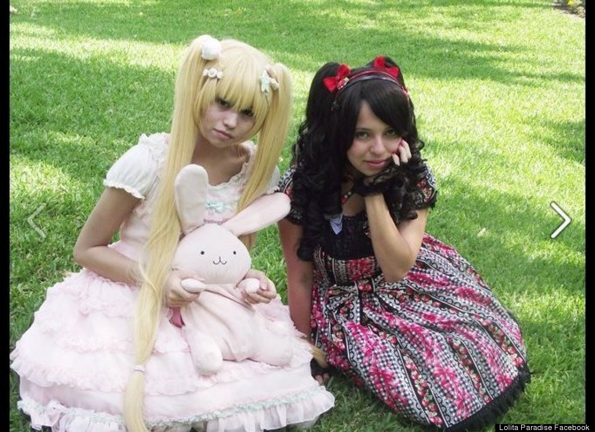 mexican girls dress up like dolls 2 Latin Girls Adopting Human Barbie Doll Lolita Look