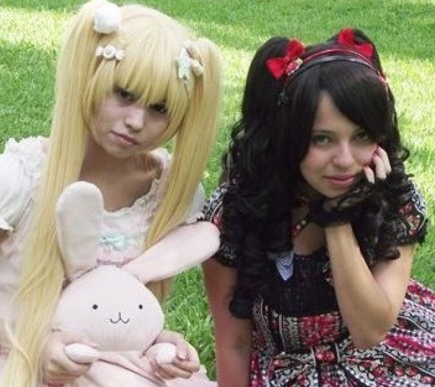 mexican-girls-dress-up-like-dolls-2
