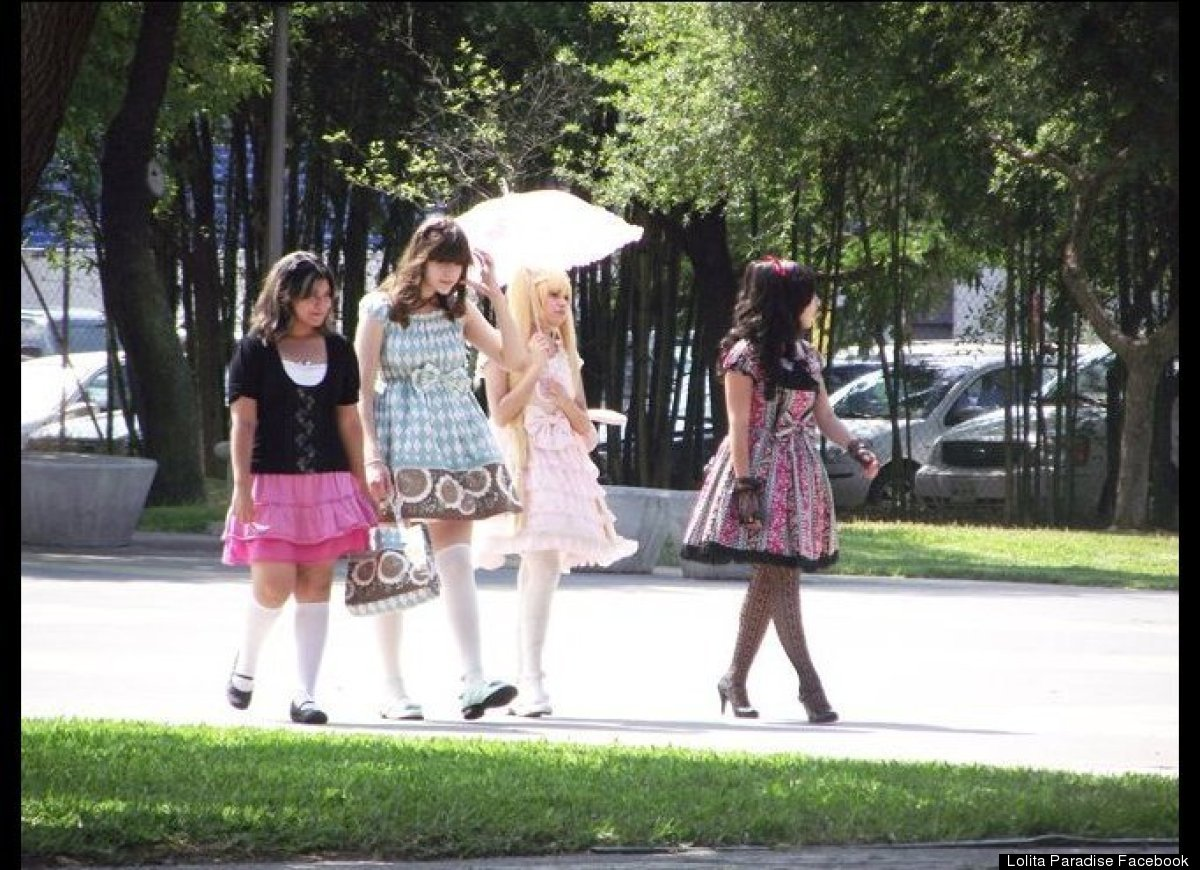 mexican girls dress up like dolls 3 Latin Girls Adopting Human Barbie Doll Lolita Look