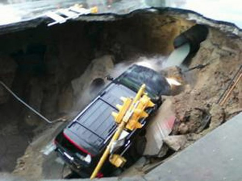 mjs sink hole 500x3751 FL Sinkhole Swallows Man In Bed